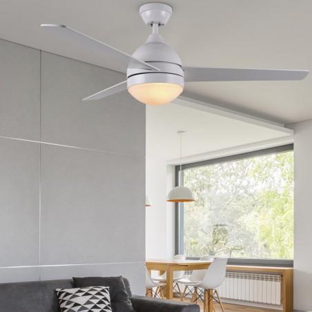 Ventilador alisio con mando para techo de 2 bombillas E27 con 3 aspas, en color blanco habitación.